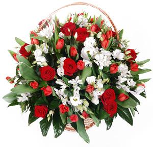 Фото из живых цветов корзины
