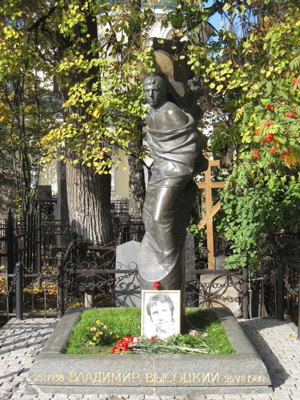 Фото памятников на ваганьковском кладбище цена памятники в санкт петербурге фото и названия типа дерева