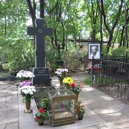 Могила Александра Солженицына