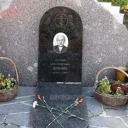 Могила Евгения Евстигнеева