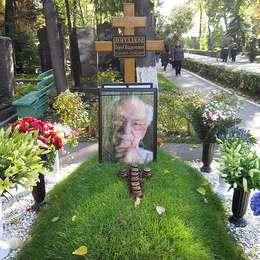 Могила Сергея Михалкова