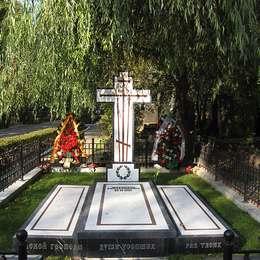 Могила Мстислава Ростроповича