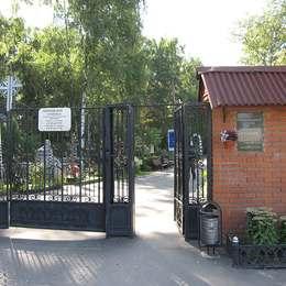 Вход на Перловское кладбище