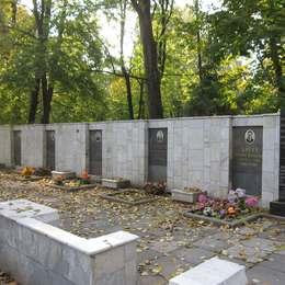 Памятник экипажу первого опытного ИЛ-62
