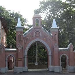 Вход на Введенское кладбище